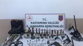 Jandarma Taşköprü'de yaptığı operasyonda tarihi eser ele geçirdi
